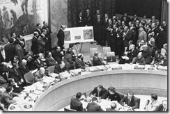 Adlai_Stevenson_shows_missiles_to_UN_Security_Council_with_David_Parker_standing