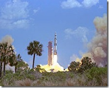 220px-Apollo_16_Launch_-_GPN-2000-000638