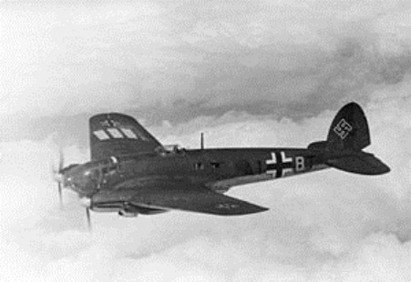 300px-Bundesarchiv_Bild_101I-343-0694-21,_Belgien-Frankreich,_Flugzeug_Heinkel_He_111
