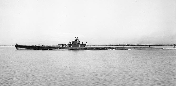 USS_Skipjack_SS-184
