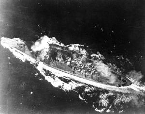 Yamato_hit_by_bomb